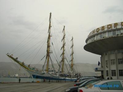 Парусник Мир прибыл в Новороссийск